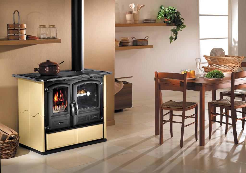 Regina 631 maiolica cucine a legna dal zotto for Maioliche per cucina
